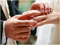 贈り物として結婚式のDVDを入れる